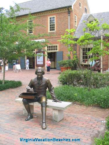 Ben Franklin Statue - Williamsburg Colony Villiage - Virginia